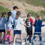 トレーニングに向かう子供の集団
