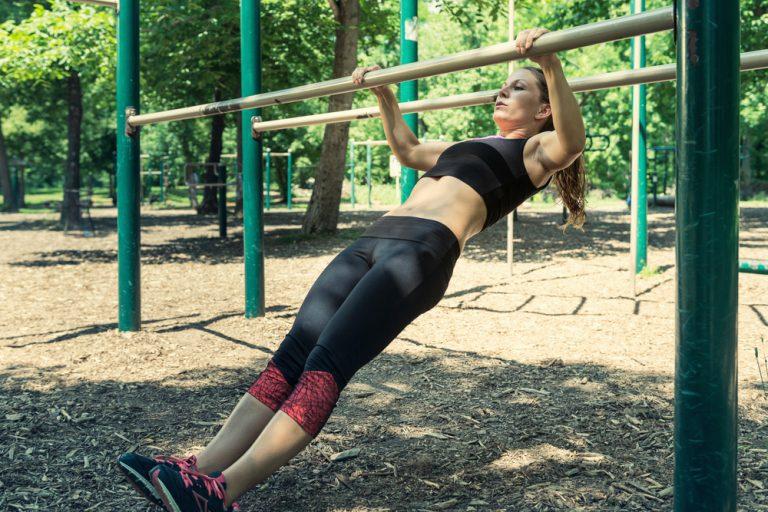 屋外で行なう筋力トレーニング